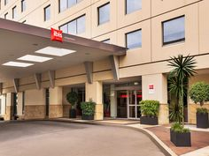 Sydney Ibis Sydney Darling Harbour Hotel Australia, Pacific Ocean and Australia The 3.5-star Ibis Sydney Darling Harbour Hotel offers comfort and convenience whether you're on business or holiday in Sydney. Both business travelers and tourists can enjoy the hotel's facilities and services. All the necessary facilities, including 24-hour front desk, facilities for disabled guests, luggage storage, Wi-Fi in public areas, car park, are at hand. Guestrooms are fitted with all the ...