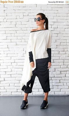 Plus size maxi tunic - METT0046 Make a fashion statement in this asymmetric white shirt! The asymmetric shape adds movement to the piece while the monochrome color makes this a current and trendy buy. The long sleeves are half white, half black. There is black lining on the top and
