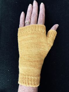 Ravelry: Fingerless Mitt Tutorial by Suzanne Bryan
