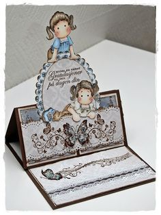 bien : la frise sous la tilda-------------------------------------------------------Pretty easel card using Magnolia stamps Fancy Fold Cards, Folded Cards, Card Making Inspiration, Making Ideas, Stamped Christmas Cards, Hand Made Greeting Cards, Step Cards, Easel Cards, Marianne Design