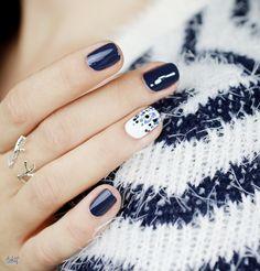 Polka Dot nails with Dior Carré Bleu Nails & Co, Shellac Nails, Diy Nails, Hair And Nails, Cute Nail Art, Cute Nails, Pretty Nails, Fabulous Nails, Perfect Nails