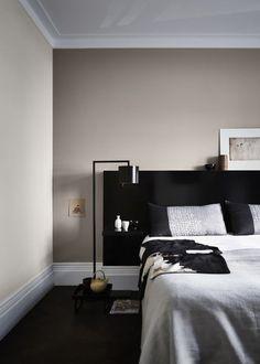 Bedroom Paint Design, Bedroom Paint Colors, Room Colors, Feature Wall Bedroom, Accent Wall Bedroom, Bedroom Decor, Bedroom Ideas, Cream And White Bedroom, Black Bedroom Sets