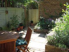how to make a long narrow garden look wider