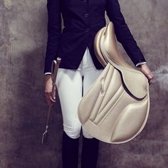 Horse tack | Such a classy and beautiful English saddle.