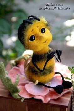 Купить Крошка Пчелка - желтый, черный, пчела, Пчелка Майя, пчелка, насекомые, Сухое валяние