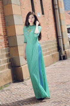 Á hậu Tú Anh xinh đẹp với áo dài