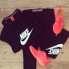 Nike shoes Nike roshe Nike Air Max Nike free run Nike USD. Nike Nike Nike love love love~~~want want want! Nike Outfits, Cute Gym Outfits, Sporty Outfits, Athletic Outfits, Athletic Wear, Athletic Shoes, Nike Fitness, Fitness Workouts, Fitness Wear