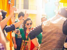 """Dance with me lois dance the dance of life""- Simpsons #mehndioutfit #mehndifun #indianfun #weddingmadness #indianbride #indianweddingfashion  #ig_lucknow #ig_delhi #ig_punjabi #photogrid #photographers_tr #weddingphotographer #weddingstyle #weddinginspiration by cuddlesncarbs"