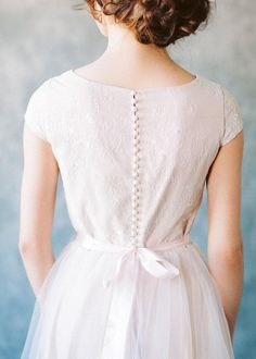 Tulle Skirt Wedding Dress, Colored Wedding Dress, Wedding Dresses With Flowers, Modest Wedding Dresses, Elegant Wedding Dress, Tulle Wedding, Ivory Wedding, Wedding Dress Styles, Flower Girl Dresses