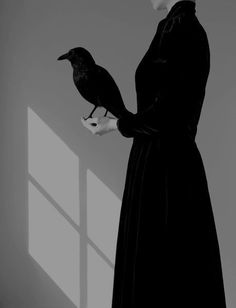 Black Bird in Hand- Juliette Bates Miss Peregrines Home For Peculiar, Yennefer Of Vengerberg, Home For Peculiar Children, Arte Obscura, Witch Aesthetic, Aesthetic People, Aesthetic Black, Dark Art, Black And White Photography
