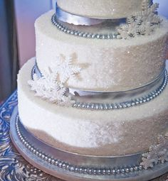 Winter Wonderland cake adorned with sparkling sugar and snowflakes. Photo by KELLY CANOVA PHOTOGRAPHY
