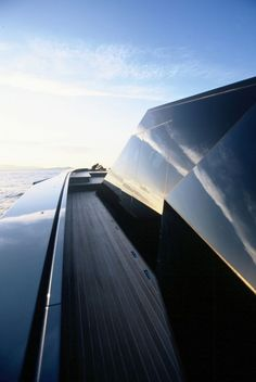 Lignes pures d'un yacht grâce auquel on découvre les mers chaudes... #mer #vacances #inspiration #luxenautique