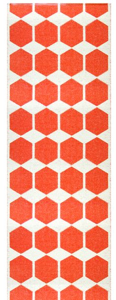 Anna Red - Brita Sweden  Woven plastic rug. Material: plastic foil and polyester.  Contains no heavy metals or toxic softeners.  Available in size 70x80 cm, 70x200 cm, 70x260 cm and 70x300 cm.