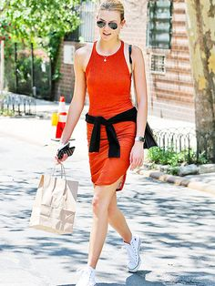 Star Tracks: Monday, June 1, 2015 | ON THE TOWN | After spending time with her squad, Karlie Kloss savors some retail therapy on Friday in N.Y.C.