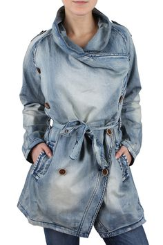 Patchwork Denim Jacket Outfit 33 Ideas For 2019 Patchwork Jeans, Denim Fabric, Elisa Cavaletti, Minimalistic Style, Style Grunge, Jeans Bleu, Denim Ideas, Stylish Jackets, Beauty And Fashion