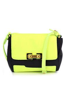 20 bolsas para encender el verano // satchel neón de Marc Jacobs