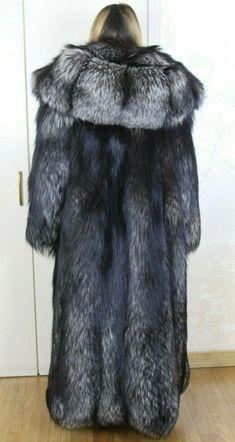Fox Fur Coat, Fur Coats, Derp, Foxes, Mantel, Sexy Women, Nice, Womens Fashion, Silver