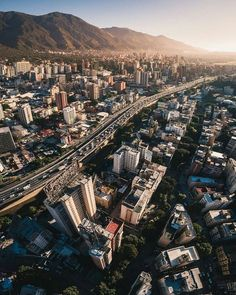 Caracas.  Fotografía cortesía de @ruzjorge  #LaCuadraU #GaleriaLCU #Caracas