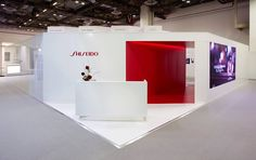 Shiseido Travel Retail partnered with the National University of Singapore to create its stand at TFWA Asia Pacific. Our founder Olivier Moisan teamed up with @shiseido_corp and @nus_singapore for this booth at Marina Bay Sand Singapore. #labomagency #shiseidogroup #shiseido #redbox #nars #lauramercier #nus #dolcegabbana #ipsa #narcisorodriguez #iseeymiyake #singapore #travelretail #traveltheworld #retaildesign #travelretaildesign #visualmerchandising #interiordesign #design #creativeagency