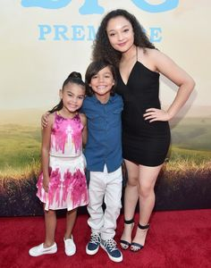 A giant sized crowd of fans attended the premiere of The BFG on Hollywood Boulevard to watch the stars of the film and more arrive at the El Capitan Theatre The Middle Show, Stuck In The Middle, Disney Channel Shows, Disney Shows, Dog With A Blog, Jenna Ortega, Hollywood Boulevard, Disney Love, Disney Girls