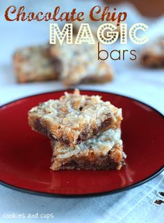 These Chocolate Chip Magic Bars are so chewy, flavorful and delicious! This super easy dessert bars recipe uses only 6 ingredients and is done in about half an hour! Cookie Desserts, Just Desserts, Cookie Recipes, Delicious Desserts, Dessert Recipes, Dessert Ideas, Yummy Food, Magic Cookie Bars, Magic Bars