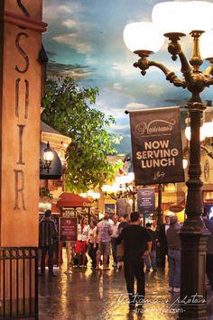 Paris Las Vegas: street with gourmet restaurants Las Vegas Attractions, Las Vegas Hotels, Paris Hotels, Las Vegas Food, Paris Las Vegas, Things To Do, Restaurants, Street, Drinks