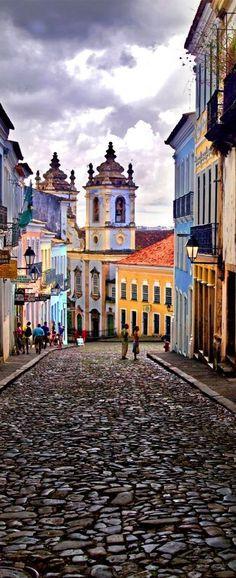 Salvador in Brasilien. So schön farbenfroh! #Brasilien #Salvador #erlebeFernreisen | by Eduardo Huelin on 500px
