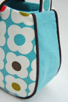 from my all-time favorite sewing blog...how to make bags series.
