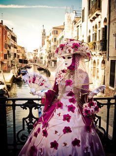 Carnivale in Venice Venetian Costumes, Venice Carnival Costumes, Venetian Carnival Masks, Carnival Of Venice, Venetian Masquerade, Masquerade Ball, Venice Carnivale, Venice Mask, Clowns