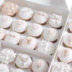 "𝒞𝒶𝓉𝒽𝑒𝓇𝒾𝓃𝑒 𝑀𝒶𝓇𝒾𝑒 𝒞𝒶𝓀𝑒 on Instagram: ""Elegant white & gold baby shower cupcakes ☁️🦢🍼🕊✨"" Baby Shower Cupcakes, Shower Cakes, Baby Shower Themes, Shower Ideas, White Baby Showers, Elegant Baby Shower, Gold Shower, White Cupcakes, Wedding Cupcakes"