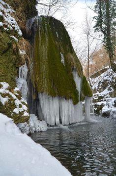 Cascada Bigar inghetata FOTO Mihai Petruica (1)