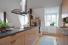 Eine Granitküchenarbeitsplatte ist der Beanspruchung durch Besteck ebenso dauerhaft gewachsen wie Temperaturschwankungen durch heiße Töpfe oder tiefgefrorene Lebensmittel.  http://www.marmor-deutschland.com/granitarbeitsplatten-individuelle-granitarbeitsplatten