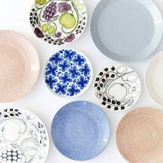冬の食卓によく登場する、食器をずらりと集めてみました! ▶︎商品はプロフィールから!ご覧ください #北欧暮らしの道具店 #ARABIA #アラビア #iittala #イッタラ #Rorstrand #ロールストランド #北欧食器 #北欧