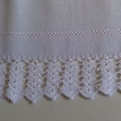 You certainly have seen one or another crochet nozzle around, even if you didn't know that was the name. This is because the crochet nozzle, which is also Crochet Towel, Crochet Lace Edging, Crochet Potholders, Granny Square Crochet Pattern, Crochet Tablecloth, Cute Crochet, Crochet Doilies, Easy Crochet, Crochet Flowers