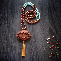 INSERZIONE RISERVATA ad Alessandra - Japa-Mala lungo in legno di sandalo e giada azzurra OOAK (pezzo unico) di Cuony su Etsy https://www.etsy.com/it/listing/483122621/inserzione-riservata-ad-alessandra-japa