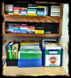 Just Wild About Teaching: Great Organization Tips to Help Create a Neater and More Manageable Environment Around Your Classroom!  justwildaboutteaching.blogspot.com Classroom Organisation, Teacher Organization, Organization Hacks, Classroom Decor, Organizing, Class Management, Classroom Management, 4th Grade Classroom, College Classes
