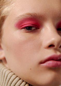 Розовый макияж