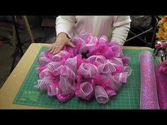 How to Deco Mesh Curly Loop Method Original Video Mesh Ribbon Wreaths, Christmas Mesh Wreaths, Deco Mesh Wreaths, Spring Wreaths, Wreath Crafts, Diy Wreath, Wreath Making, Wreath Ideas, Breast Cancer Wreath