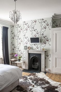 Annette's daughter's room is beautifully tidy. The treatment in this room is simple, but effective. The original fireplace is set off well in a wall covered with 'Pavilion Birds' wallpaper by St. Victorian Terrace Interior, Victorian House Interiors, Georgian Interiors, Edwardian House, Victorian Homes, Brownstone Interiors, Hallway Designs, Hallway Ideas, Interior Stairs