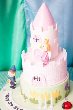Gorgeous Fairy Themed Party - Ben and Holly's Little Kingdom Cake www.christinajackphotography.com