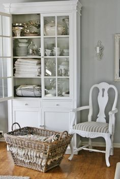 Eclectic Home Tour - Vibeke Design Vibeke Design, Shabby Chic Cottage, Cottage Farmhouse, White Cottage, Cottage Style, White Rooms, Home And Deco, White Decor, Shabby Chic Furniture