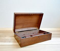 Antique Wood Writing Box par LittleDogVintage sur Etsy
