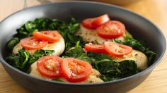 Looking for lighter fare? Try this skillet dish featuring simply seasoned chicken breasts and vitamin-packed spinach. Add a little more seasoning next time. Sin Gluten, Gluten Free, Quinoa, Smoothies, Great Recipes, Favorite Recipes, Cooking Recipes, Healthy Recipes, Healthy Meals