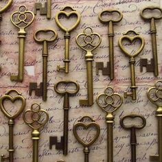 The Romeo Collection - 30 Skeleton Keys in Antique Bronze - Perfect for Wedding Escort Cards and More on Etsy, £12.22
