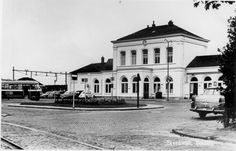 station Steenwijk The Old Days, Dutch, Old Things, Mansions, House Styles, Mansion Houses, Dutch Language, Mansion, Palaces