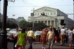 Соломенная шляпа, тенниска и широкие брюки - образ горожанина, чиновника 60-х.