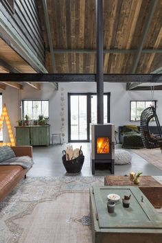 Tx for sharing this picture with our rug. House Extension Design, House Design, Home Interior Design, Interior Architecture, Warehouse Living, Entry Furniture, Dutch House, Casas Containers, Style Deco