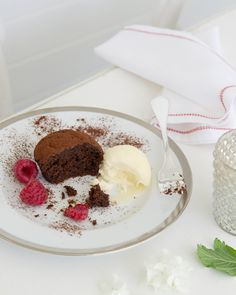 Mini Chocolate Fudge Cakes with Ice-Cream