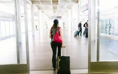 Air Travel Adding Inches to Your Waistline? 5 Tips to Beat the Bloat I travel a fair amount and sometimes Id arrive at my destination feeling and looking a bit bigger than I did before leaving home which left me wondering: What happ Lose 10 Pounds In A Week, Losing 10 Pounds, Reduce Weight, Weight Gain, Water Retention Remedies, Reduce Bloating, Fad Diets, Air Travel, Weight Loss Program