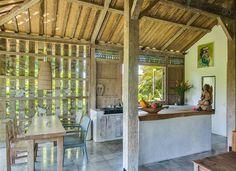 Architect Designed Natural Villa 1 - Häuser zur Miete in Ubud, Bali, Indonesien Dirty Kitchen Design, Rustic Kitchen Design, Outdoor Kitchen Design, Diy Kitchen, Kitchen Small, Kitchen Designs, Bamboo House Design, Village House Design, Ubud